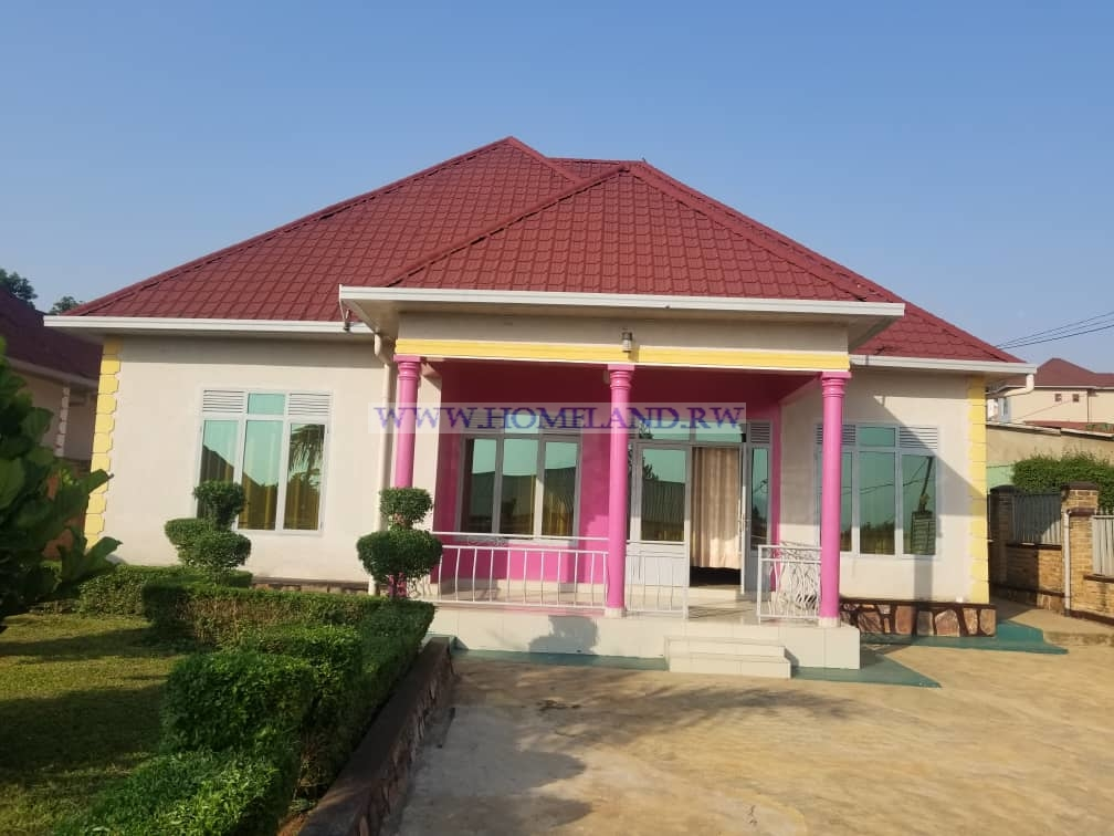 FULL FURNISHED HOUSE FOR RENT IN KIGALI/Kanombe AT $ 800