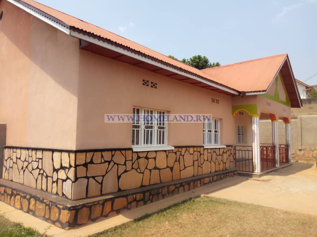 FAMILY HOUSE FOR RENT AT KICUKIRO NYANZA (CLOSE TO BUS STATION)
