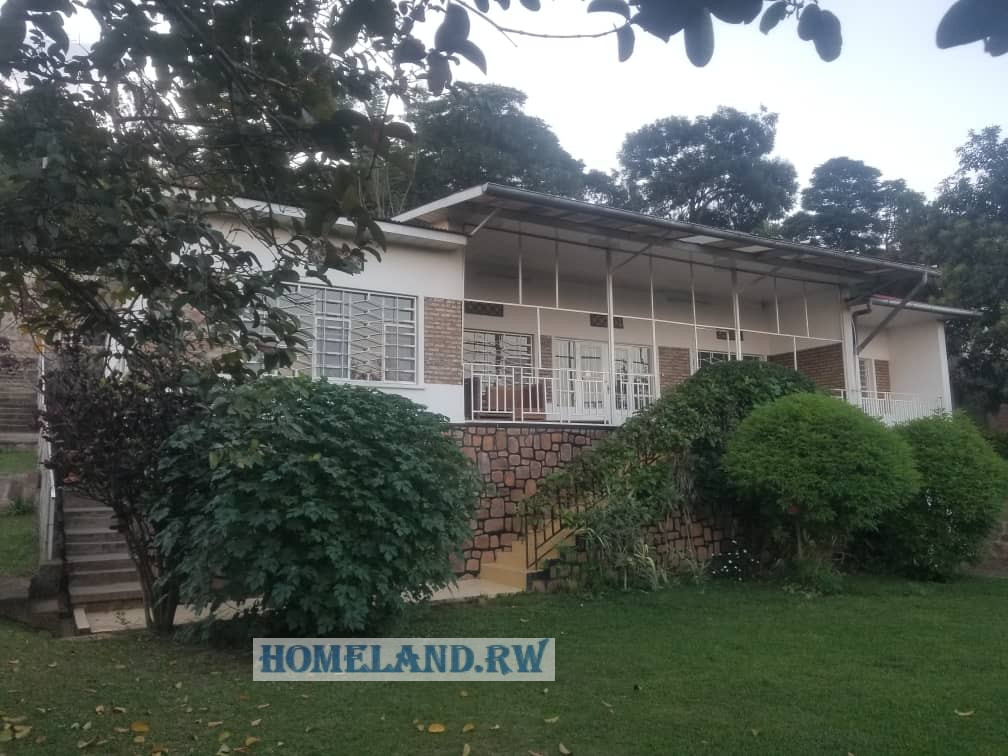 NICE UNFURNISHED HOUSE FOR RENT IN KIYOVU AT $1200