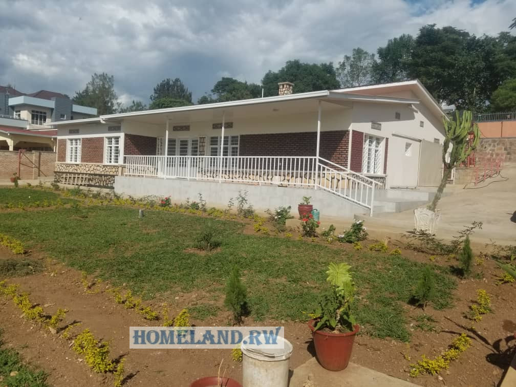 UNFURNISHED HOUSE FOR RENT IN KIMIHURURA near papyrus AT $1200