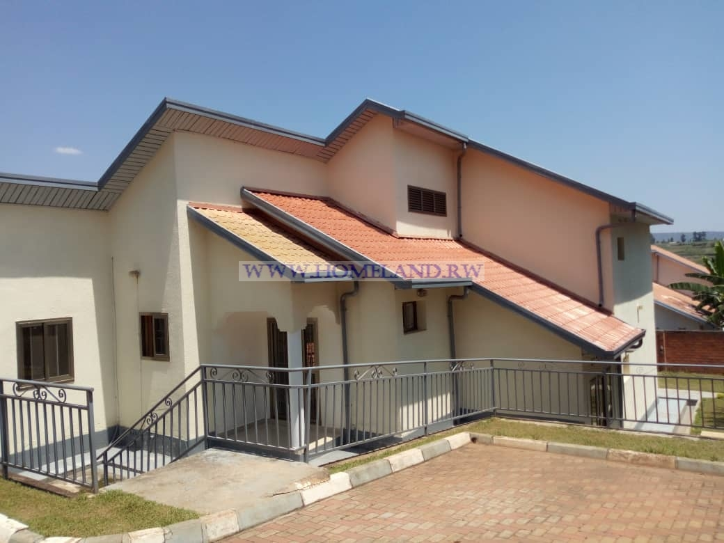 UNFURNISHED HOUSE FOR RENT IN KIGALI/GACURIRO AT $ 1000