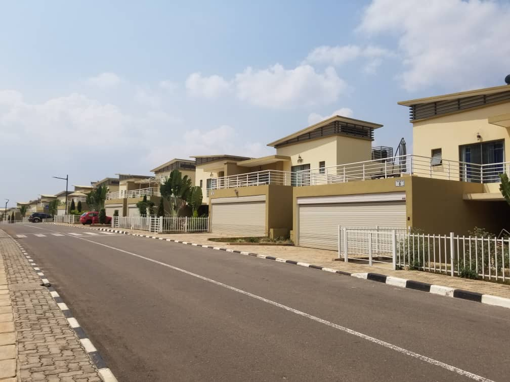 FULL FURNISHED HOUSE FOR RENT IN VISION CITY AT $1500